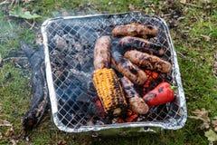 烤肉深度浅域的香肠非常 库存照片