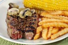 烤肉炸薯条肋骨短缺蔬菜 库存图片