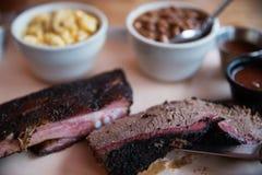 烤肉牛的胸部肉和猪排 免版税库存图片
