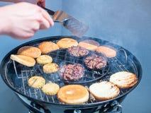 烤肉用牛肉汉堡 免版税库存照片