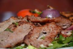 烤肉,用在白色板材的开胃菜 库存照片