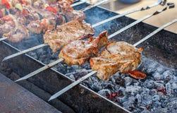 烤肉水多的开胃片断在格栅烹调了 免版税图库摄影