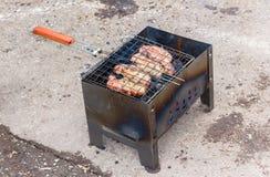 烤肉水多的开胃片断在格栅烹调了 免版税库存图片