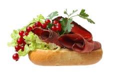 烤肋条肉三明治 库存图片