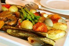 烤肋条肉蔬菜 库存图片