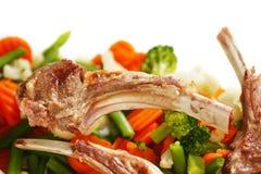 烤肋骨和蔬菜 库存图片