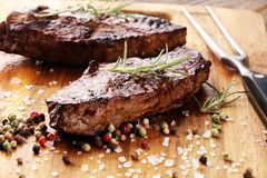 烤肋骨眼睛牛排或臀部的牛排-烘干年迈的Wagyu Entrecote牛排 免版税图库摄影