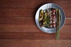 烤胡椒、红洋葱、大蒜和柠檬香茅 库存照片