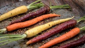 烤色的红萝卜 免版税库存图片