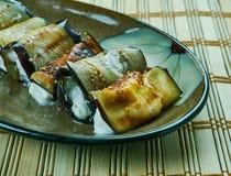 烤茄子卷状食物 免版税库存照片