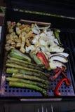 烤菜芦笋和葱土豆 库存照片