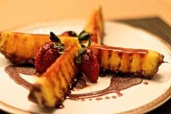 烤菠萝用辣焦糖 免版税库存图片