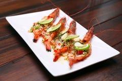 烤辣河虾用石灰大蒜和柠檬香茅, Selec 免版税库存图片