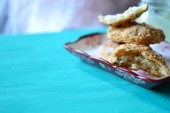 烤饼和柠檬酱 免版税图库摄影