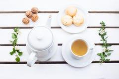 烤饼和茶 免版税库存照片