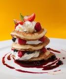 烤饼用莓调味汁 免版税库存照片
