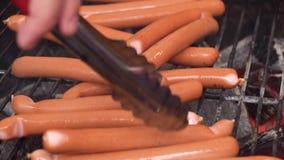 烤香肠 香肠特写镜头在格栅的 家做香肠 巴法力亚香肠 影视素材