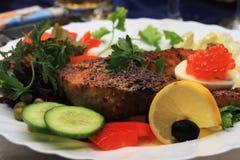 烤鲑鱼排多汁植物 库存图片