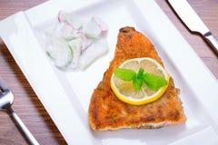 烤鳟鱼用柠檬 库存图片