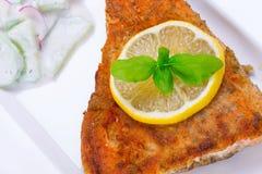 烤鳟鱼用柠檬 免版税图库摄影