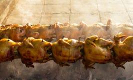 烤鸡木炭火 图库摄影
