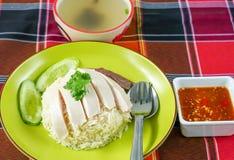 烤鸡米、被蒸的鸡和白米 库存图片