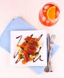 烤鸭子乳房,菜,橙色开胃酒 免版税库存图片