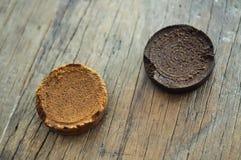 从烤水平的不同的咖啡渣颜色 库存图片