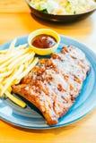 烤Bbq或烤肉肋骨用炸薯条 图库摄影