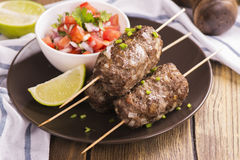 烤kebabs,顶视图 免版税图库摄影
