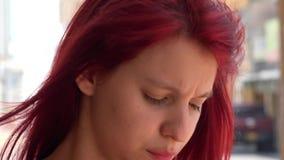 烦乱和担心的青少年的女孩 影视素材