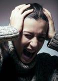 麻烦的年轻俏丽的妇女,尖叫在哀情 库存照片