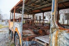 烧了被放弃的公共汽车 免版税图库摄影