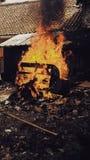 烧伤某事:烧伤椅子 库存照片