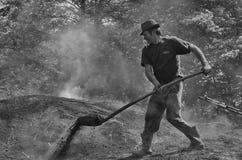 烧制木炭者 库存照片