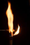 烧在与橙色火焰的空气的氯化钠 免版税库存图片