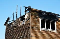烧在房子下 图库摄影