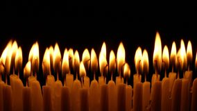 烧在黑暗的生日蜡烛 股票视频