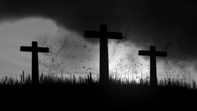 烧在黑暗的多云天空背景的3个木十字架 皇族释放例证