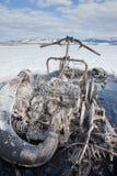 烧坏的异常在Yukon湖加拿大乘雪上电车 免版税库存照片