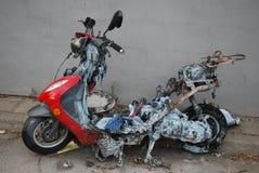 烧毁小型摩托车 库存照片