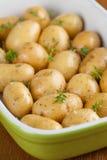 烧烤婴孩土豆用麝香草 免版税库存图片
