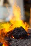 烧煤炭在铁匠铺 免版税库存照片