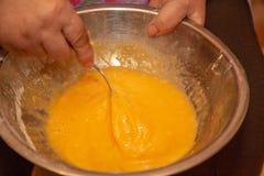 烫伤在碗的鸡鸡蛋 库存照片