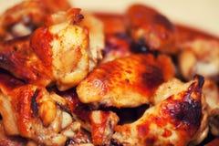 热和辣水牛样式鸡翼 免版税库存照片