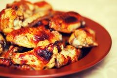 热和辣水牛样式鸡翼 免版税图库摄影