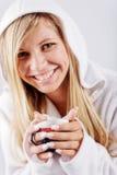 热咖啡杯的女孩 免版税库存图片