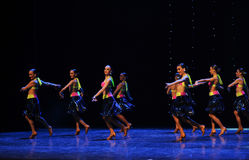 热四面八方比基尼泳装这仑巴舞这奥地利的世界舞蹈 免版税图库摄影