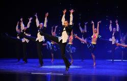 热四面八方比基尼泳装这仑巴舞这奥地利的世界舞蹈 免版税库存图片