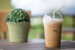 热奶咖啡冰了 免版税库存图片